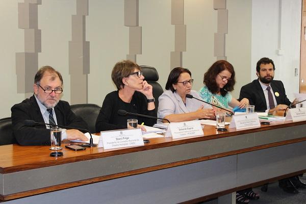 Relatório sobre Impactos da Política Econômica apresenta recomendações